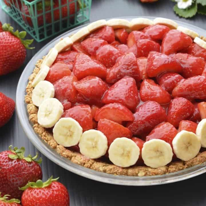 Vegan strawberry pie in a glass pie dish.